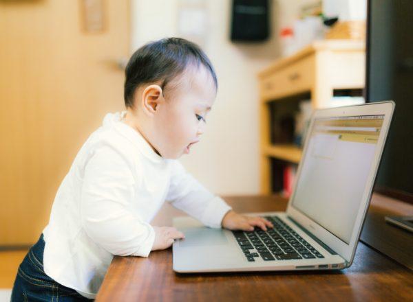 プログラミングと英語、子供に学ばせるならどっちがいい?
